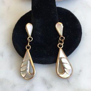 14K Gold Vintage Mother of Pearl Dangle Earrings